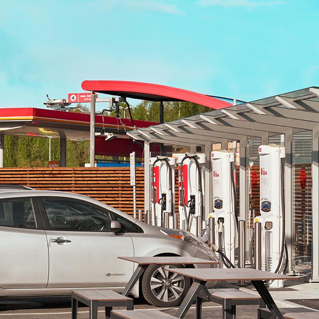 Circle K tilbyr kundene å lade elbilen hjemme   Circle K Norge